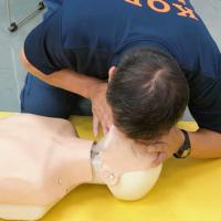 人工呼吸のやり方、心臓マッサージのやり方、AEDの使い方まとめ。